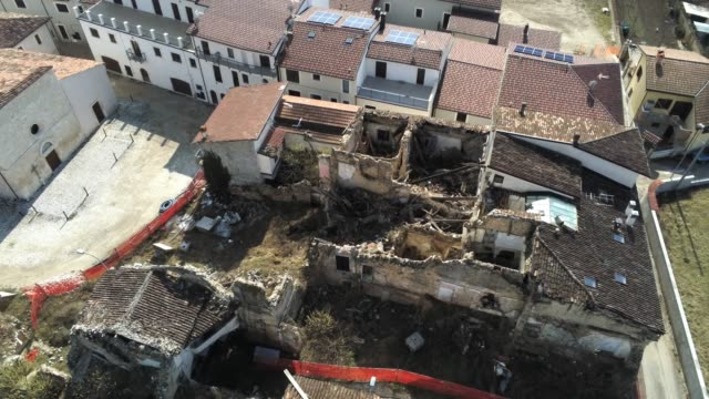 a drone view of historic village of onna on march 6 2019 about ten years on from the april 6 2009 earthquake that struck the abruzzo region of italy... - terremoto video stock e b–roll