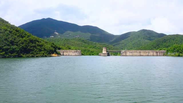 drohnenansicht des hong kong tai tam reservoirs - oben stock-videos und b-roll-filmmaterial