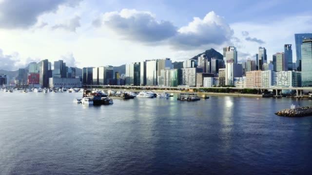 vídeos de stock e filmes b-roll de drone view of kwun tong promenade, kwun tong, kai tak, hong kong - cidade inteligente