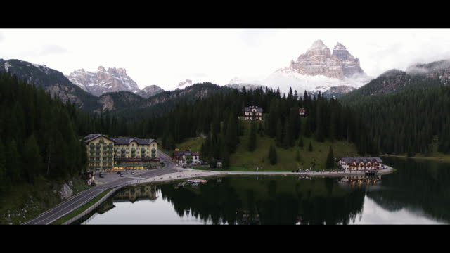 a drone view of misurina lake with the background the tre cime di lavaredo in misurina italy on september 13 2017 lake misurina is the largest... - alpi video stock e b–roll