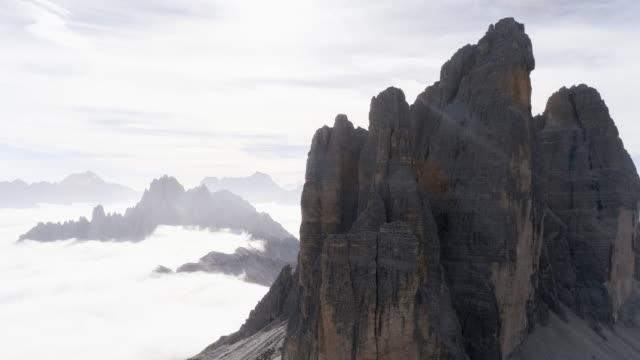 drone view of mountain peak, tre cime di lavaredo, dolomites, italy - tre cimo di lavaredo stock videos & royalty-free footage