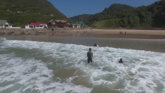 vidéos et rushes de drone view of people surfing in sea / cape town, western cape, south africa - le cap