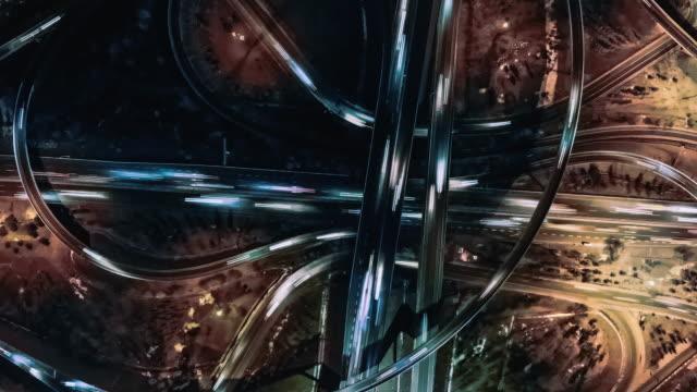 stockvideo's en b-roll-footage met t/l pan drone weergave van het kruising van de weg 's nachts - chaos