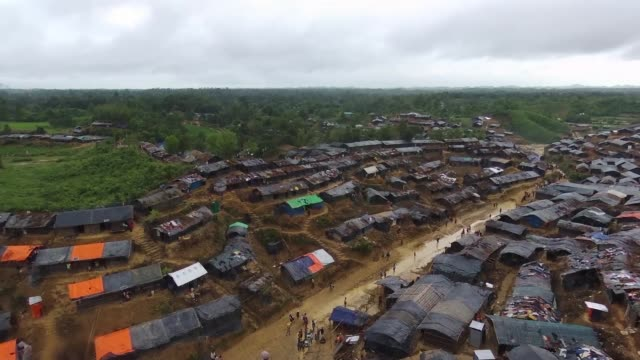 a drone view of rohingya refugees at hakim para refugee camp in cox's bazar bangladesh on september 19 2017 nearly 400000 rohingya refugees have fled... - cox basar stock-videos und b-roll-filmmaterial