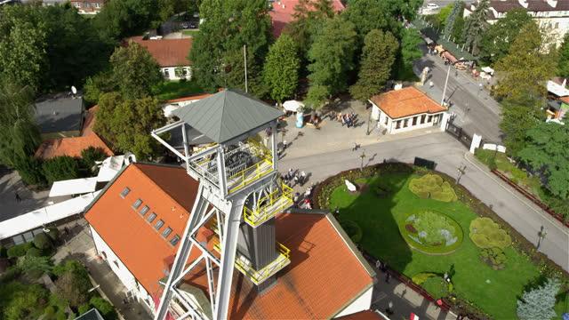 stockvideo's en b-roll-footage met drone mening van zoutmijn in wieliczka, polen - mijnindustrie