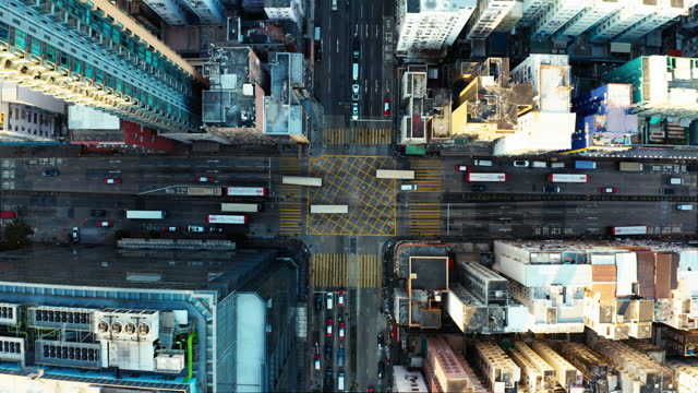 vista drone dell'area sham shui po a hong kong - top capo di vestiario video stock e b–roll