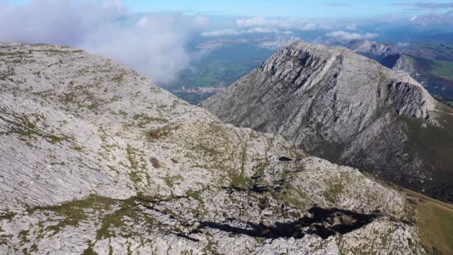 drone view of sierra de hornijo, picu hoyufresnu, soba valley, valles pasiegos, cantabria, spain, europe - soba stock videos & royalty-free footage