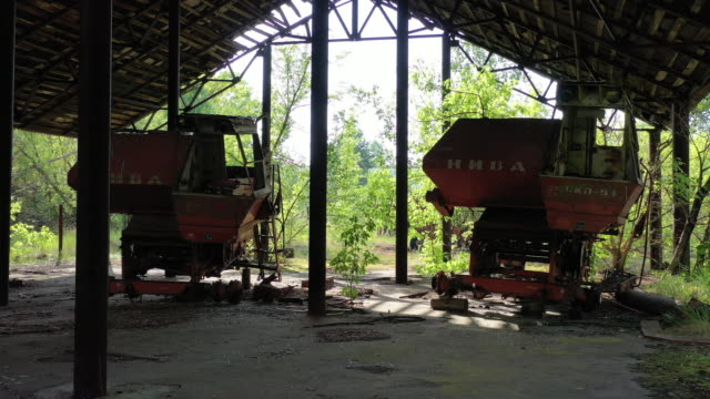 a drone view of the agricultural transport station in the abandoned village of zymovysche near chernobyl on june 17 2019 the chernobyl disaster was a... - radioaktiver niederschlag stock-videos und b-roll-filmmaterial