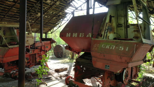 stockvideo's en b-roll-footage met drone view of the agricultural transport station in the abandoned village of zymovysche, near chernobyl, on june 17, 2019. the chernobyl disaster was... - kernramp van tsjernobyl