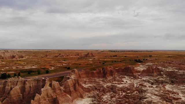 stockvideo's en b-roll-footage met drone view of the badlands national park, south dakota, united states of america, north america - zuid dakota