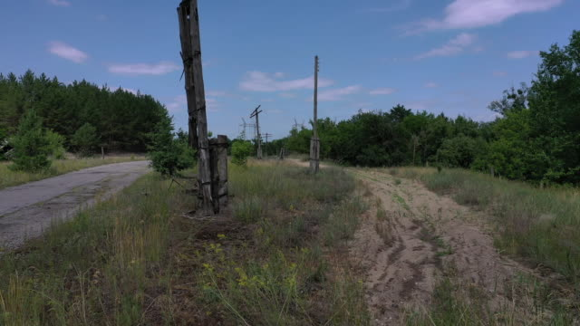 a drone view of the broken electric lines in the village of starosillya near chernobyl on june 17 2019 the chernobyl disaster was a catastrophic... - radioaktiver niederschlag stock-videos und b-roll-filmmaterial