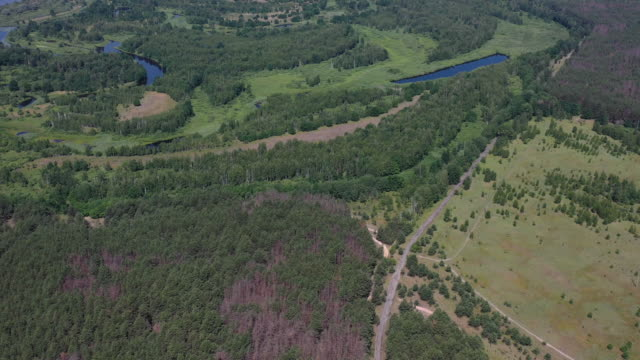 stockvideo's en b-roll-footage met a drone view of the chernobyl nuclear power plant and the cooling pond in chernobyl on june 17 2019 the cooling pond is located on the right bank of... - kernramp van tsjernobyl