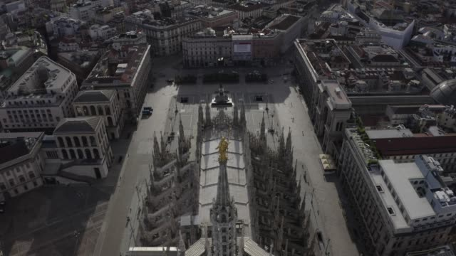 """drone view of the duomo di milano (milan cathedral) and the """"madunina"""" (golden statue of mary) during the pandemic lockdown in 2020. empty city in the morning. - milan stock videos & royalty-free footage"""