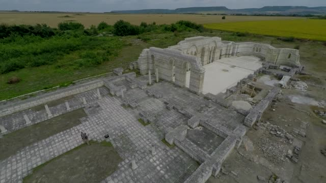 vídeos y material grabado en eventos de stock de drone view of the great basilica of pliska which has been described as the mother of all bulgarian churches will be reconstructed and restored the... - antigüedades