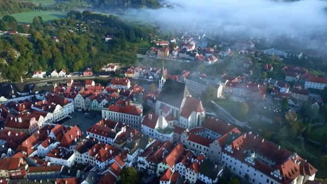 drone view of the most beautiful czech town - ヴルタヴァ川点の映像素材/bロール