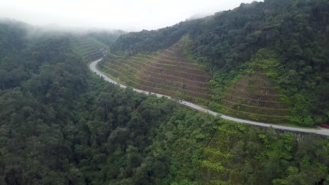 vidéos et rushes de drone view of winding road in mountain - kuala lumpur