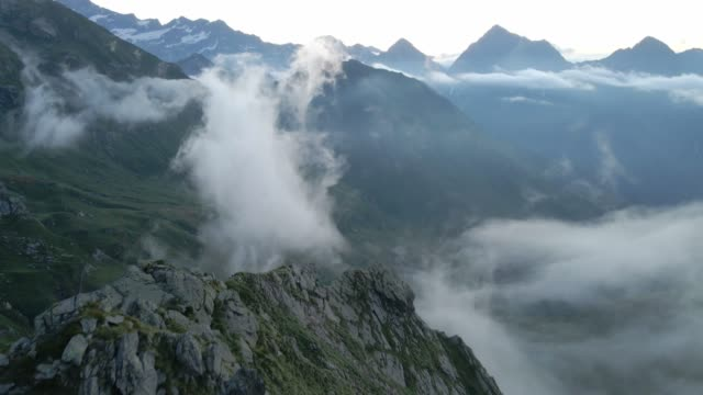 drone view on the italian alps from bivouac shelter ravelli in valsesia, piedmont - panoramica video stock e b–roll