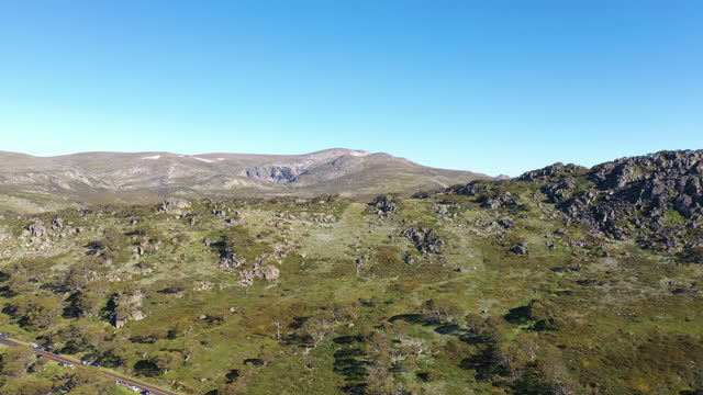 drone vision of australian alps in summer - australian alps stock videos & royalty-free footage