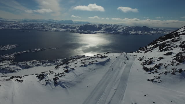 Dronefootage of skiier at Davis strait