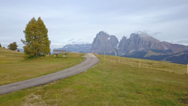 drones: an aerial road trip at dolomites - siusi video stock e b–roll