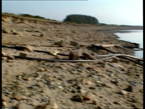 vidéos et rushes de water resources england cornwall borough tor reservoir gv almost empty and dried up reservoir pan rl ditto gv more ditto gv reservoir with water in... - maladie sexuellement transmissible