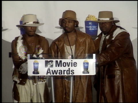 stockvideo's en b-roll-footage met dru hill at the 1999 mtv movie awards press room at barker hanger in santa monica california on june 5 1999 - 1999