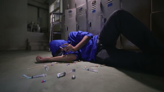 drogmissbruk - missbrukare av droger bildbanksvideor och videomaterial från bakom kulisserna