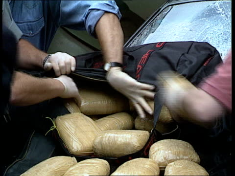 london cms packets of heroin in holdall as handled naf - heroin stock videos & royalty-free footage