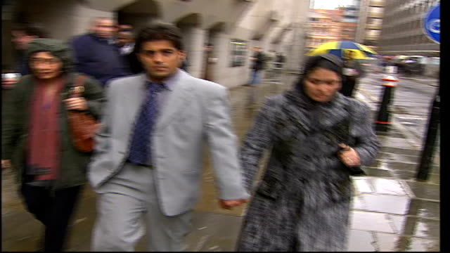 vídeos de stock, filmes e b-roll de drugs driver who killed cyclist sentenced in court; england: london: old bailey: ext victim's widow, lina ahadi, along outside court with another - widow