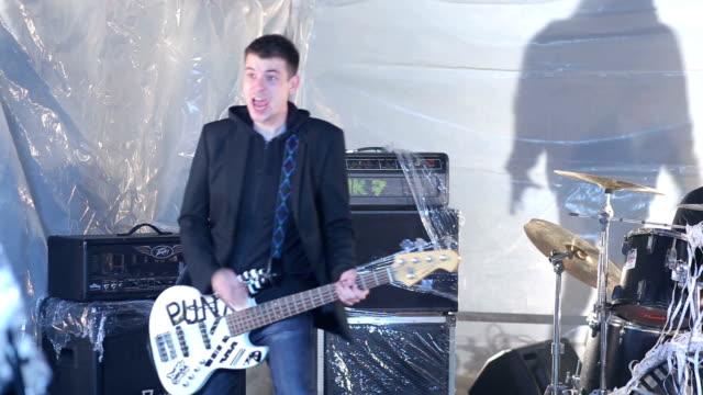 vídeos de stock e filmes b-roll de drum and bass and shadow play - música heavy metal