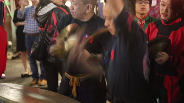 drum beats of chinese lion dance at the 105th double tenth anniversary of republic of china in yokohama chinatown - chinese culture stock videos & royalty-free footage