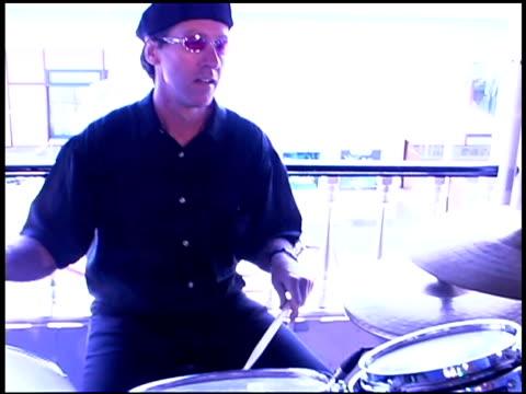 vídeos y material grabado en eventos de stock de drummer playing music - un solo hombre joven