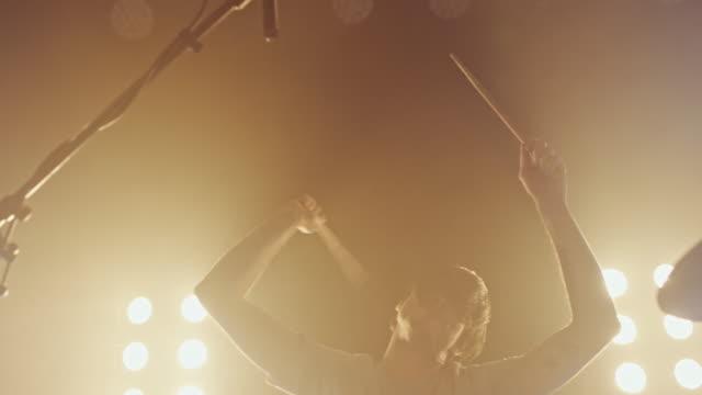 Drummer spelen