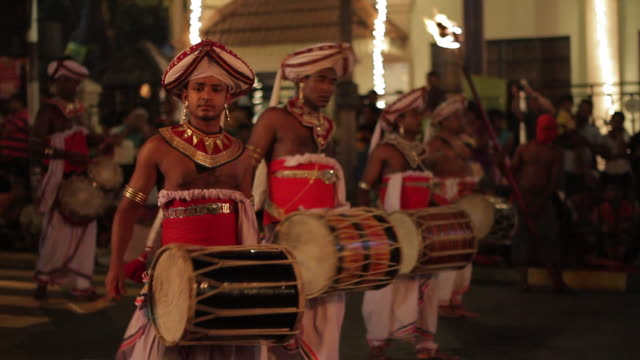 ms pan drummers parading in buddhist festival or procession 'esala perahera' (festival of tooth) audio / kandy, central province, sri lanka - sri lankan culture stock videos and b-roll footage
