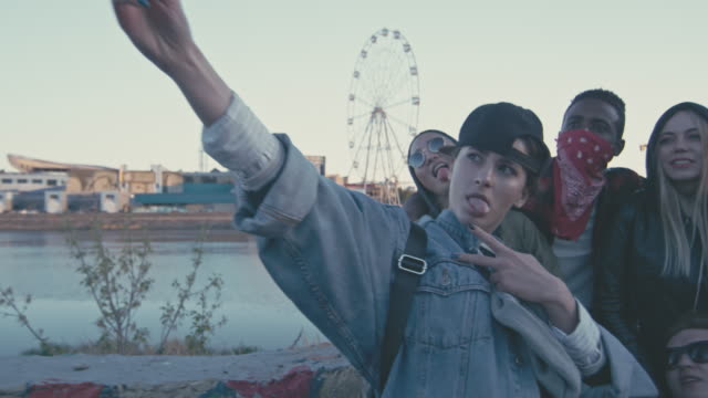 vidéos et rushes de drunken young people taking selfies and looking into camera - la vingtaine