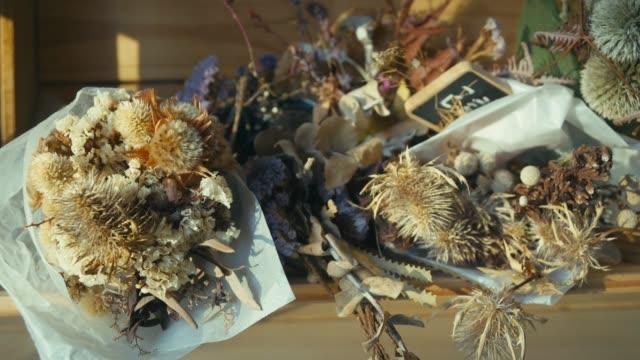 trockenblumen indoor - dry stock-videos und b-roll-filmmaterial