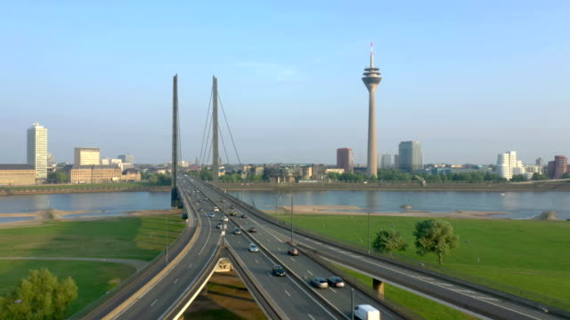 düsseldorf at sunset - brücke stock-videos und b-roll-filmmaterial
