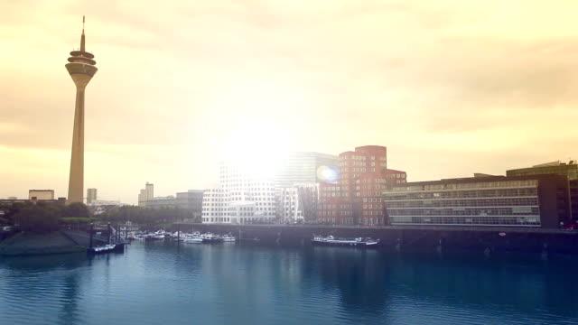vídeos de stock e filmes b-roll de düsseldorf harbour (cores) - rio reno