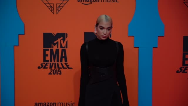 slomo dua lipa at 26th mtv europe music awards on november 03 2019 in seville spain - mtv点の映像素材/bロール