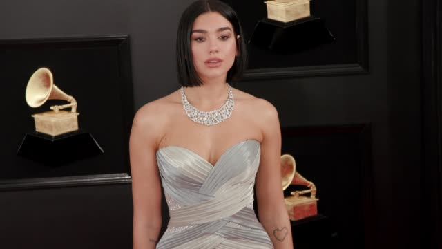 stockvideo's en b-roll-footage met dua lipa at the 61st grammy awards arrivals at staples center on february 10 2019 in los angeles california editorial - grammy awards