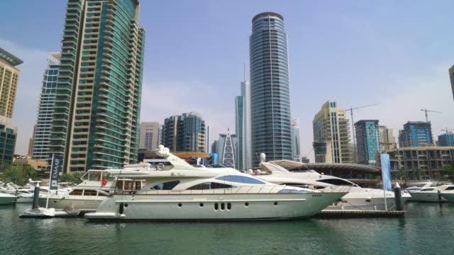 vídeos de stock e filmes b-roll de dubai marina, dubai - yacht