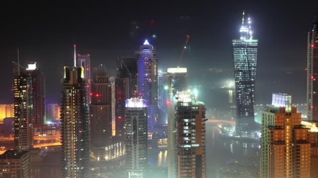 Dubai Marina im Nebel