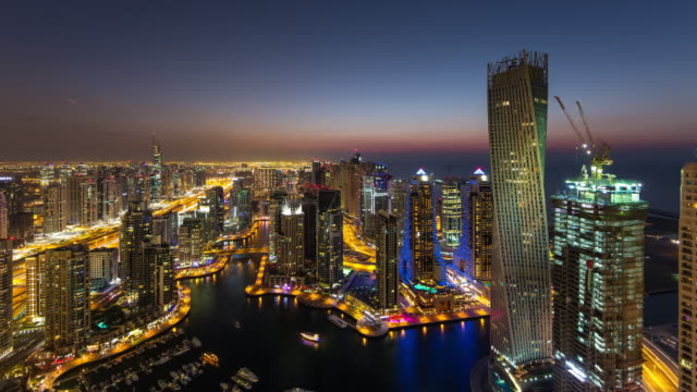 dubai marina nightfall - 昼から夜点の映像素材/bロール