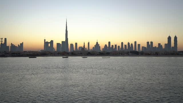 vidéos et rushes de ws ha 4k dubai skyline - quartier financier