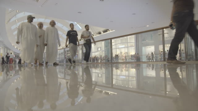 Dubai_mall_open_shopping_mirror_epic_sheiks_peop
