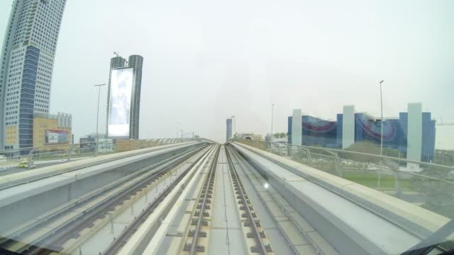 t/l pov der dubai metro - einschienenbahn stock-videos und b-roll-filmmaterial