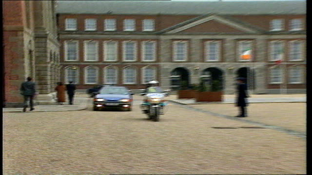 dublin 0240 gvs dublin castle motorcade arrives douglas hurd out greeted by redhaired woman int la hurd as down stairs greeted by irish foreign... - motorcade stock videos & royalty-free footage