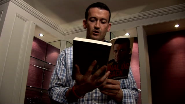 stockvideo's en b-roll-footage met int donal og cusack reading from his autobiography sot - autobiografie