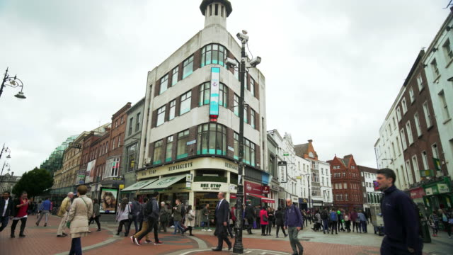 stockvideo's en b-roll-footage met dublin st stephen's green and the shopping centre - shopping centre