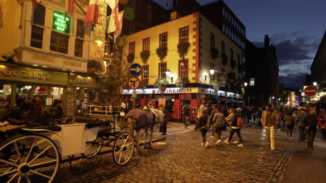 dublin traditional pubs in dublin temple bar area - pub stock videos & royalty-free footage